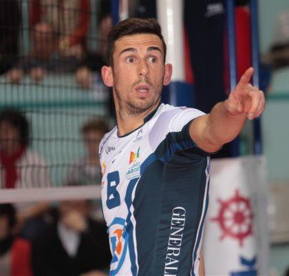 """Nuno Pinheiro aos comandos da equipa francesa """"Tours VB""""  www.fpvoleibol.pt"""