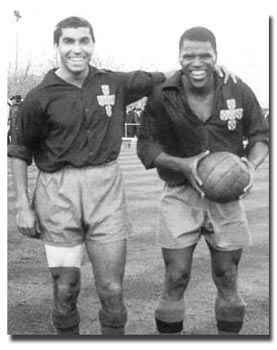 Duas lendas do futebol português: Travassos e Matateu Fonte: Belematemorrer.blogspot.com