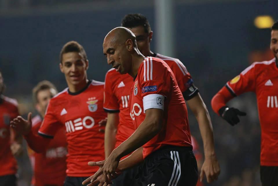 O capitão Luisão assinou um bis  Fonte: Facebook do Sport Lisboa e Benfica (Isabel Cutileiro)