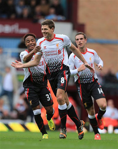 Festejo de Gerrard depois do golo  Fonte: chinadailyasia.com