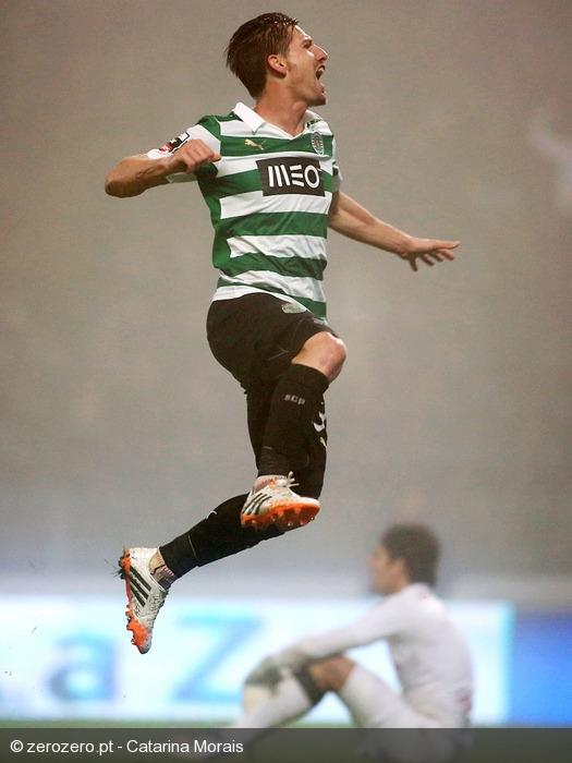 O médio Português atirou sem hipótese para o 3-1 final Fonte: Zerozero.pt