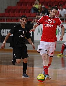 Joel Queiroz foi uma das figuras deste encontro, ao apontar três golos. Fonte:slbenfica.pt