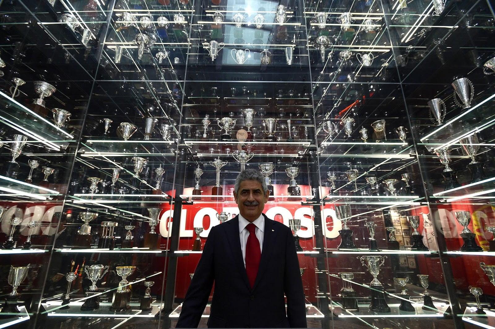 Nas próximas semanas, o Benfica pode engrandecer o seu museu com a conquista de três troféus  Fonte: planetaslbenfica.blogspot.com
