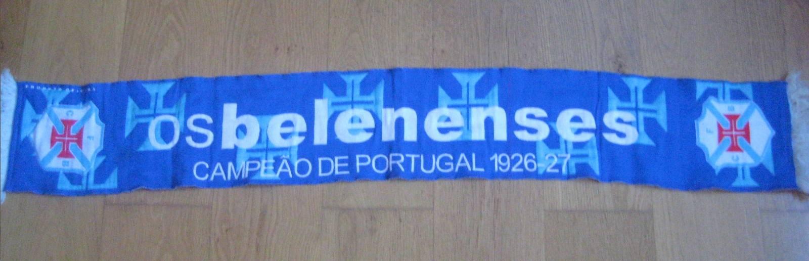 Este recente cachecol do Belenenses assinala o primeiro campeonato conquistado pelo clube. Outros três se seguiriam, mas só o último é contabilizado oficialmente
