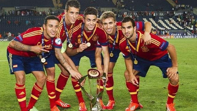 Thiago, Tello, Bartra, Muniesa and Montoya - vencedores do Euro sub-21  Fonte: fcbarcelona.com