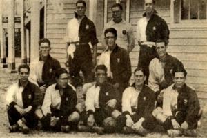 A equipa do Sporting de 1922/23, que conquistou o primeiro campeonato nacional da História do clube. Francisco Stromp é o do meio, em baixo. Jorge Vieira (3º da fila de cima) era outra figura de destaque Fonte: Wikipédia