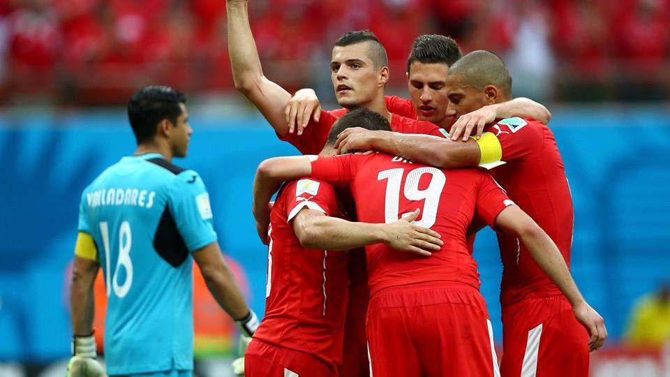A Suiça a festejar o seu terceiro  Fonte: FIFA
