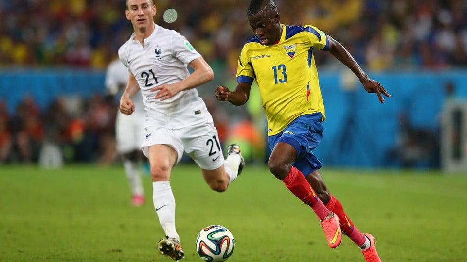Com a sua velocidade e força,Enner Valencia foi um dos jogadores que mais perigo criou à defesa francesa. Fonte: FIFA
