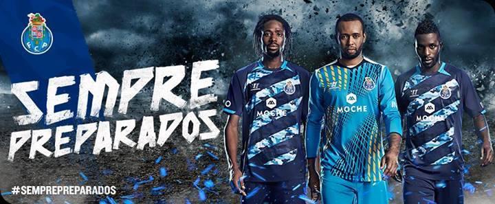 Abdoulaye, Helton e Varela com o arrojado equipamento alternativo. Fonte: Facebook do FC Porto