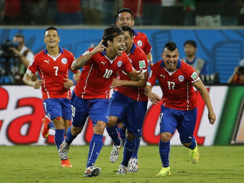 Jogadores chilenos festejam o segundo golo