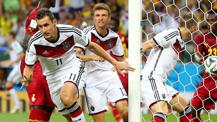 Klose e Müller – o encontro de gerações no eficaz ataque germânico  Fonte: Eurosport