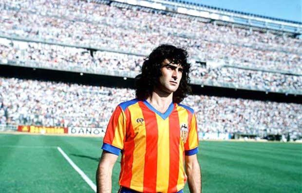Mario Kempes é uma das maiores figuras da história do Valência  Fonte: insidespanishfootball.com