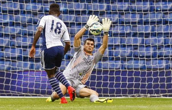 Andrés Fernández tem melhor jogo de pés do que Fabiano. Será o titular?  Fonte: O Jogo