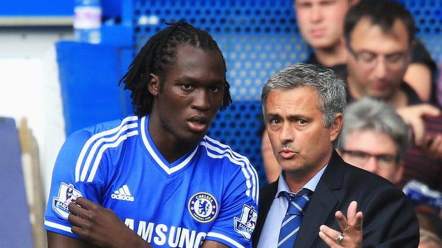 Mourinho não garantiu a titularidade a Lukaku e preferiu contratar Drogba para fazer concorrência a Diego Costa  Fonte: ftbpro.com