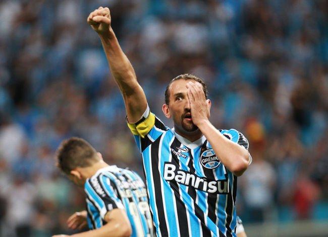 Hernán Barcos é capitão do Grêmio e ídolo da torcida  Fonte: Lancenet