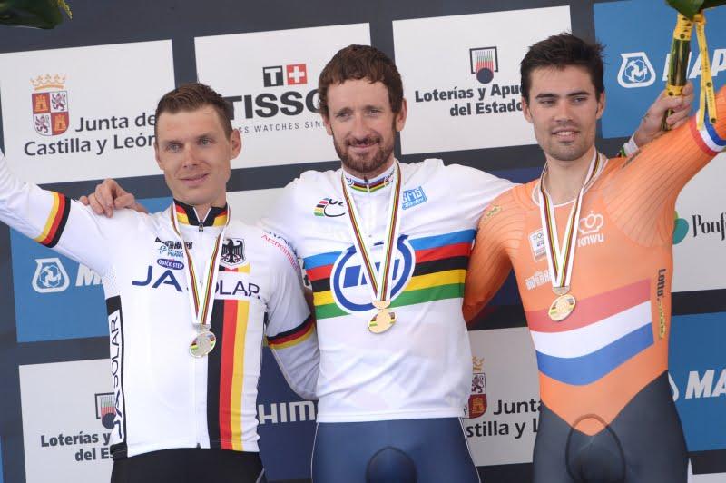 O pódio da prova de contra-relógio de elites: Martin, Wiggins e Dumoulin  Fonte: cyclingfans.com