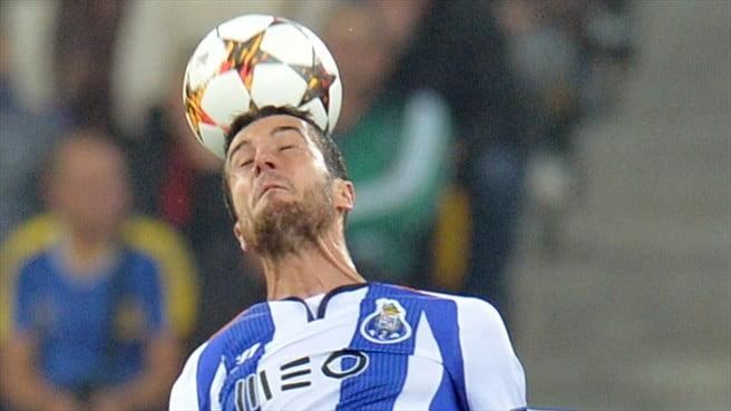 A jogar no meio-campo, Marcano rubricou uma exibição consistente  Fonte: UEFA