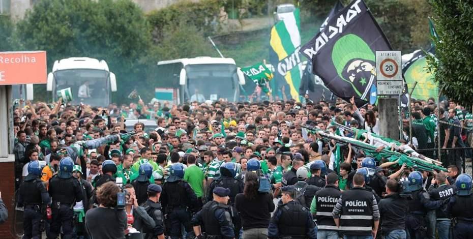 Os cerca de 4.000 sportinguistas que foram ao Dragão fizeram a festa  Fonte: Miguel Araújo / Correio da Manhã
