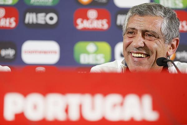 """""""Quanto tempo se manterá o sorriso de Fernando Santos?"""" Fonte: fpf.pt"""