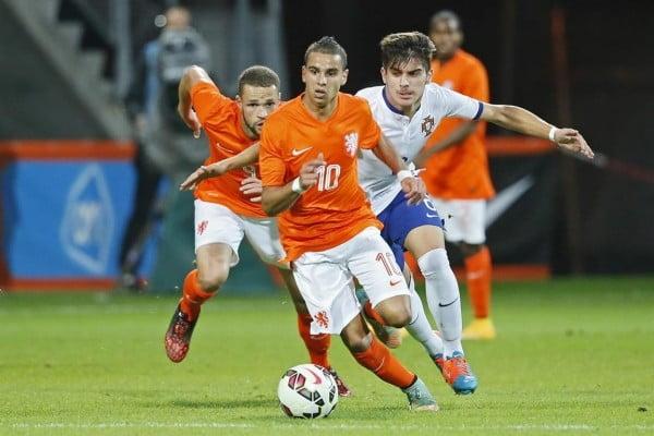 A solidez do meio-campo português foi decisiva no desfecho final  Fonte: fcupdate.nl
