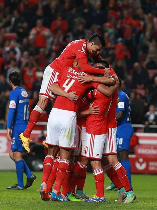 Que domingo festejemos assim... Fonte: Facebook do Sport Lisboa e Benfica