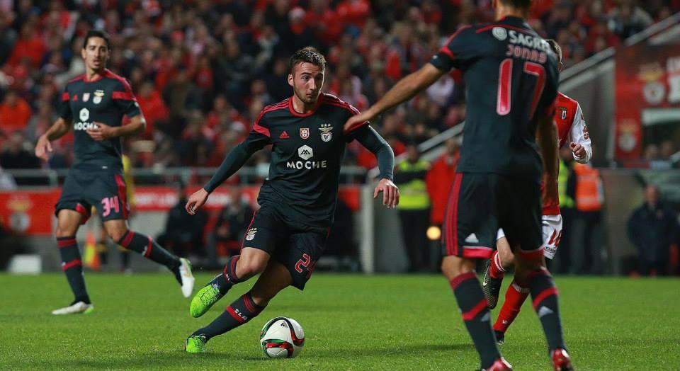Cristante foi uma das novidades no onze de Jesus  Fonte: Facebook oficial do Benfica
