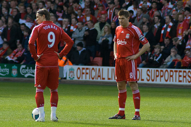Torres ao lado do capitão Fonte: Nigel Wilson (Flickr)