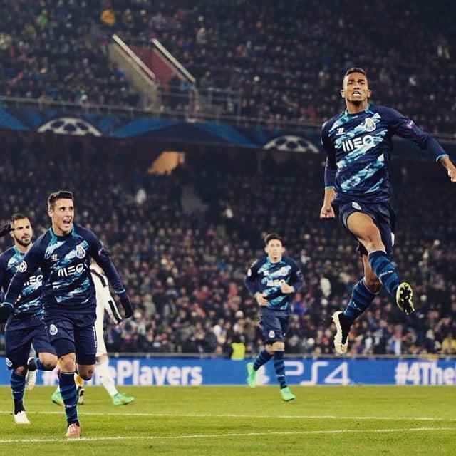 Danilo tem despertado a atenção dos maiores predadores futebolísticos jogando a lateral direito. Mas será essa a sua melhor posição? Fonte: Página de Facebook do FC Porto