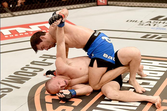 Todo o combate foi assim. Damien Maia (calções azuis) fez aquilo que bem entendeu e deu a LaFlare uma verdadeira lição Fonte: UFC