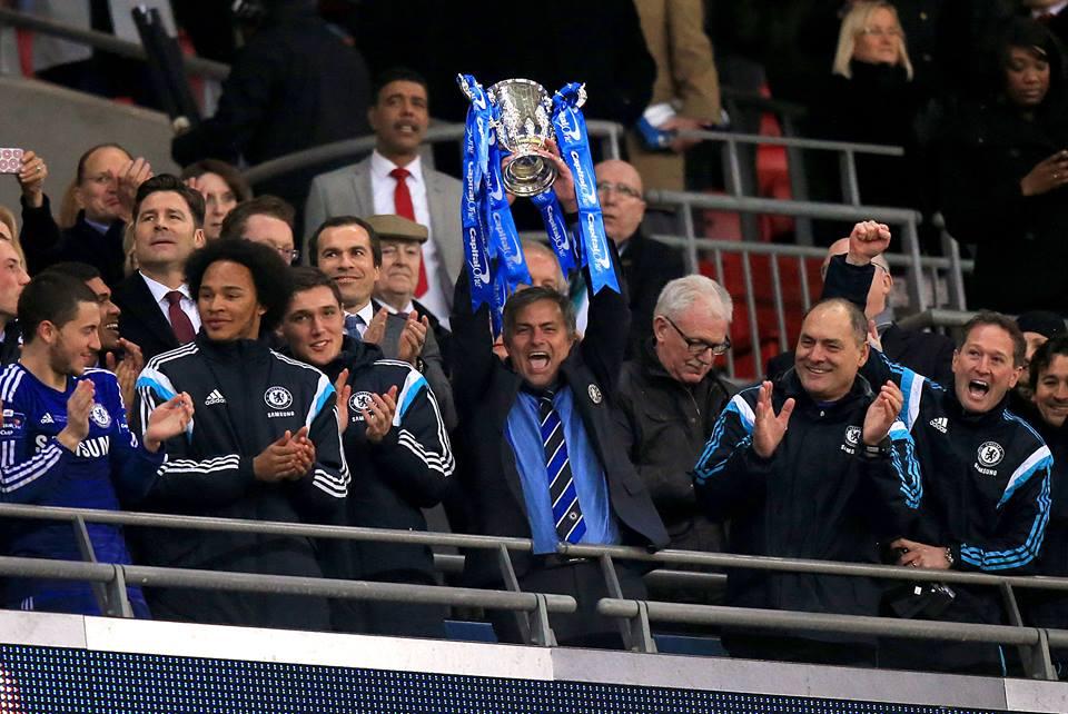"""""""Tenho de fazer rotações para manter toda a gente feliz"""" , disse Mourinho, em 2005. Curiosamente é criticado  esta época no Chelsea por  jogar quase sempre com os mesmos  Fonte: Facebook do Chelsea"""