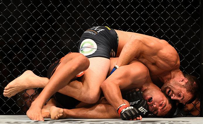 Rockhold (calções pretos) banalizou Machida em todas as fases da luta, levando a luta para onde queria, quando queria, como queria. A vitória lança-o para ao título Fonte: UFC