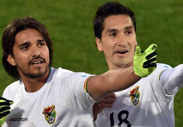 Marcelo Moreno festeja com Pedriel após apontar o terceiro golo da Bolívia