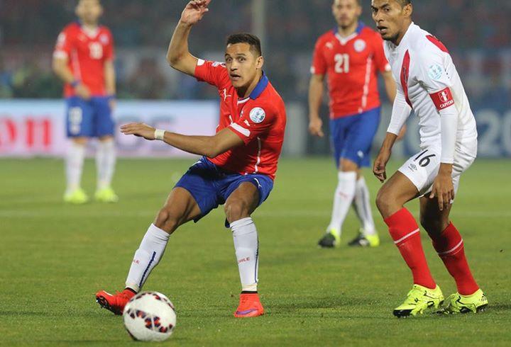 Alexis foi o melhor em campo, apesar dos dois golos de Vargas; Fonte: Facebook Seleccion Chilena