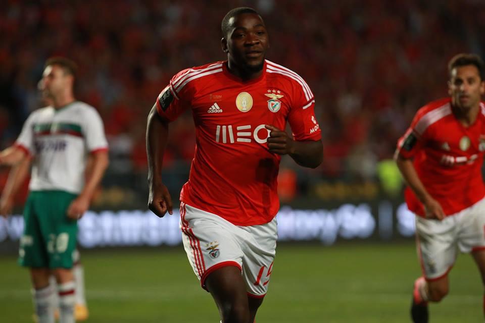 Ola John tarda em aparecer Fonte: Facebook do Benfica