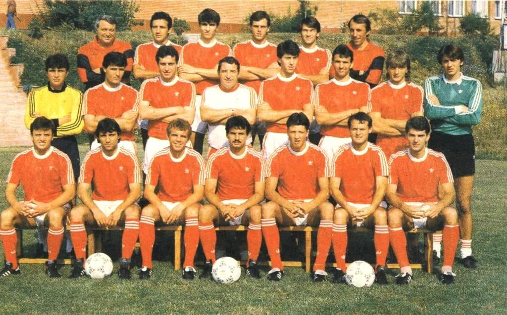 Equipa do CSKA Sofia 1988-89, da qual fazia parte entre outros, Hristo Stoichkov Fonte: Sibir