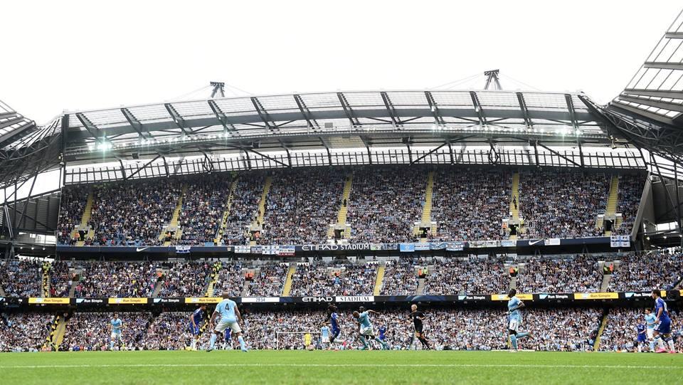 O Etthiad engalou-se (perto de 55 mil adeptos) para receber um fantástico jogo de futebol Fonte: Facebook do Manchester City