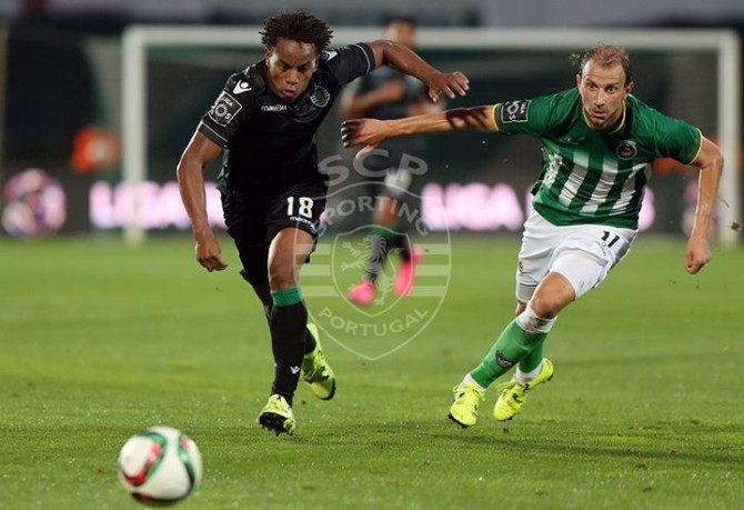 A extremo peruano é uma dor de cabeça para JJ Fonte: Facebook Oficial do Sporting Clube de Portugal