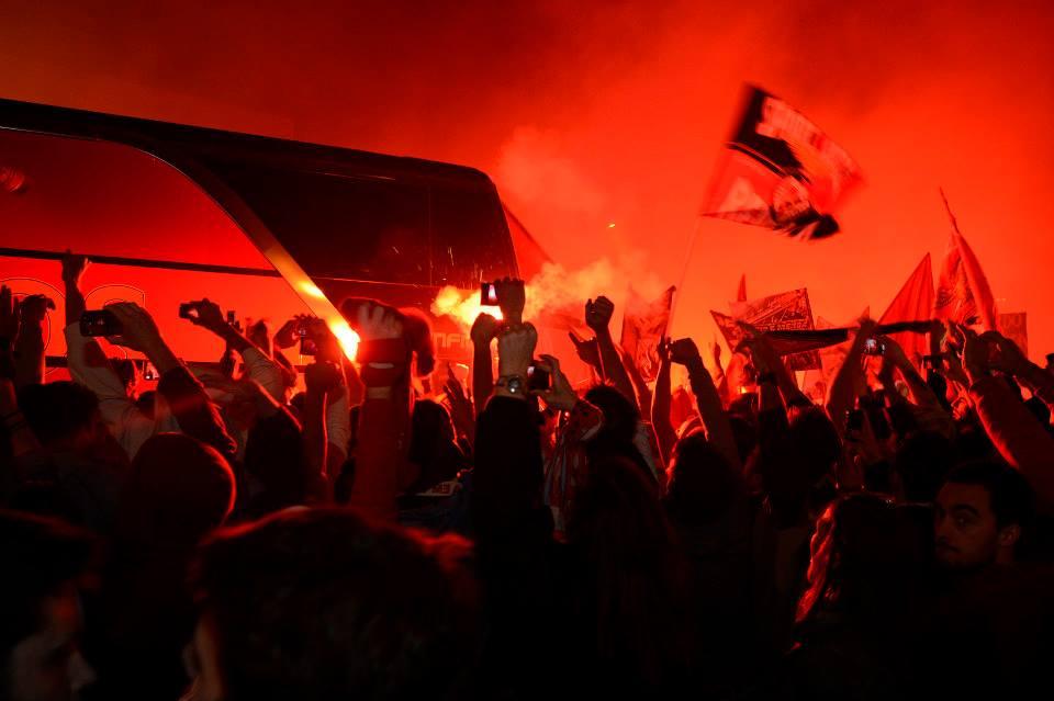 A estrondosa recepção ao Benfica na chegada de Turim; Fonte: Facebook do Sport Lisboa e Benfica
