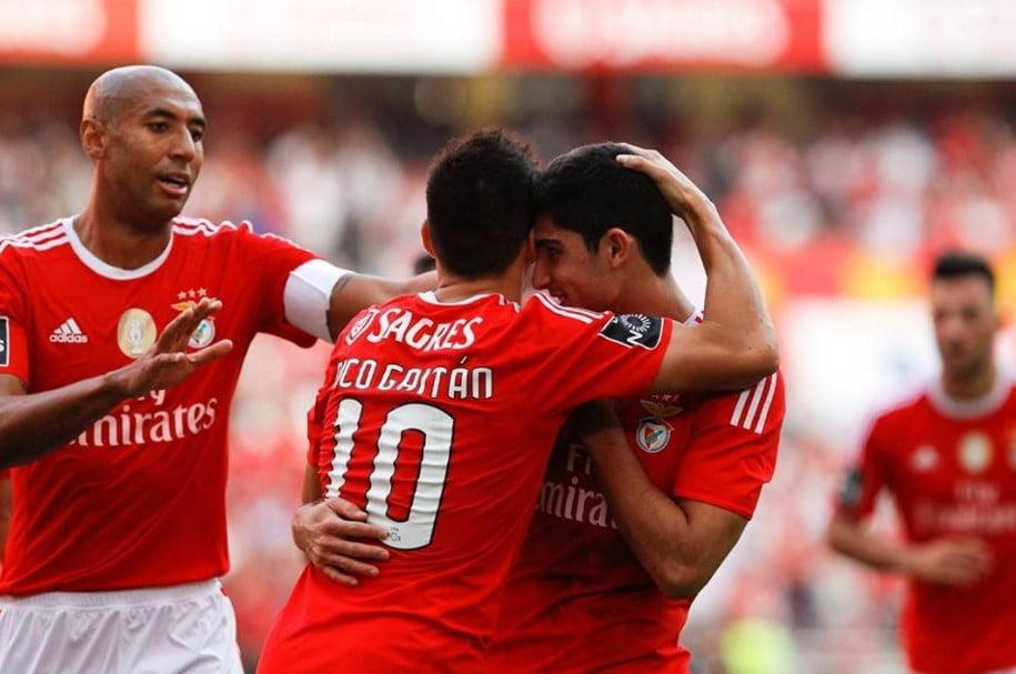 O jovem português vive um momento incrível na carreira. Promete!; Fonte: Facebook oficial do Sport Lisboa e Benfica