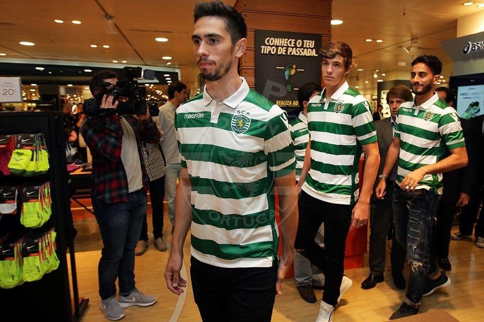 Paulo Oliveira é uma das vozes de comando da defesa verde e branca. Fonte: Sporting CP