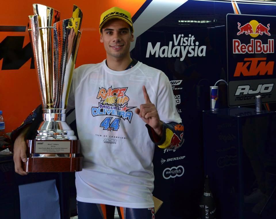 O aspirante a dentista e que se tornou vice-campeão do mundo de Moto3 Fonte: Facebook Oficial de Miguel Oliveira