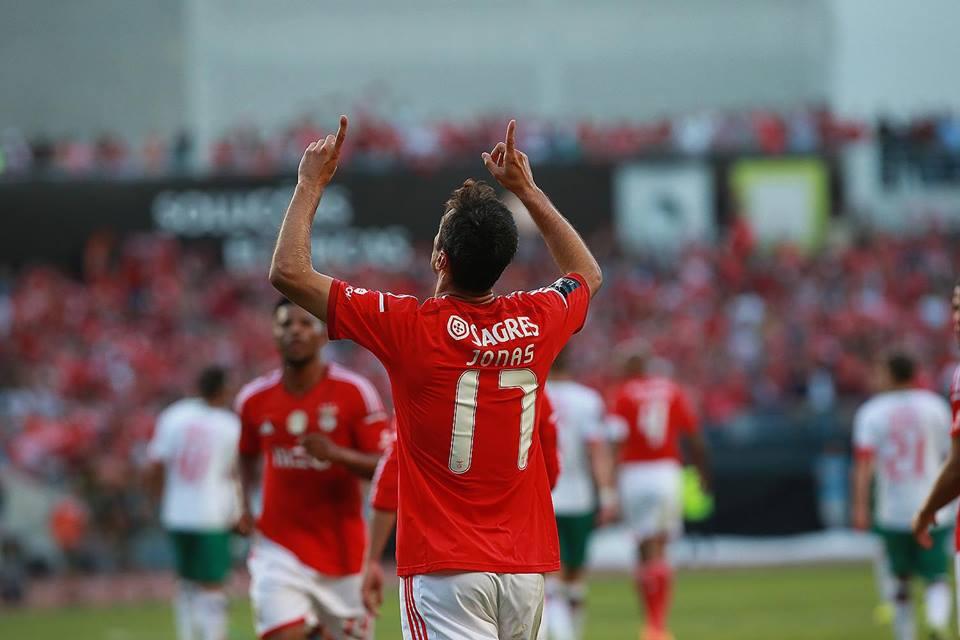 O melhor jogador do ano de 2015 no Benfica; Fonte: Facebook do Sport Lisboa e Benfica