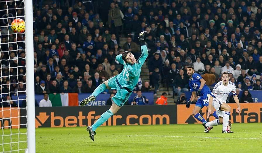Mahrez marcou, de forma soberba, o segundo golo da partida Fonte: Premier League