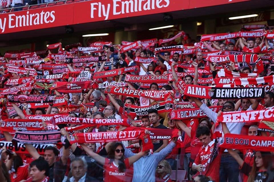 Troquem os petardos pelos cachecóis e façam-se ouvir; Fonte: Facebook do Sport Lisboa e Benfica