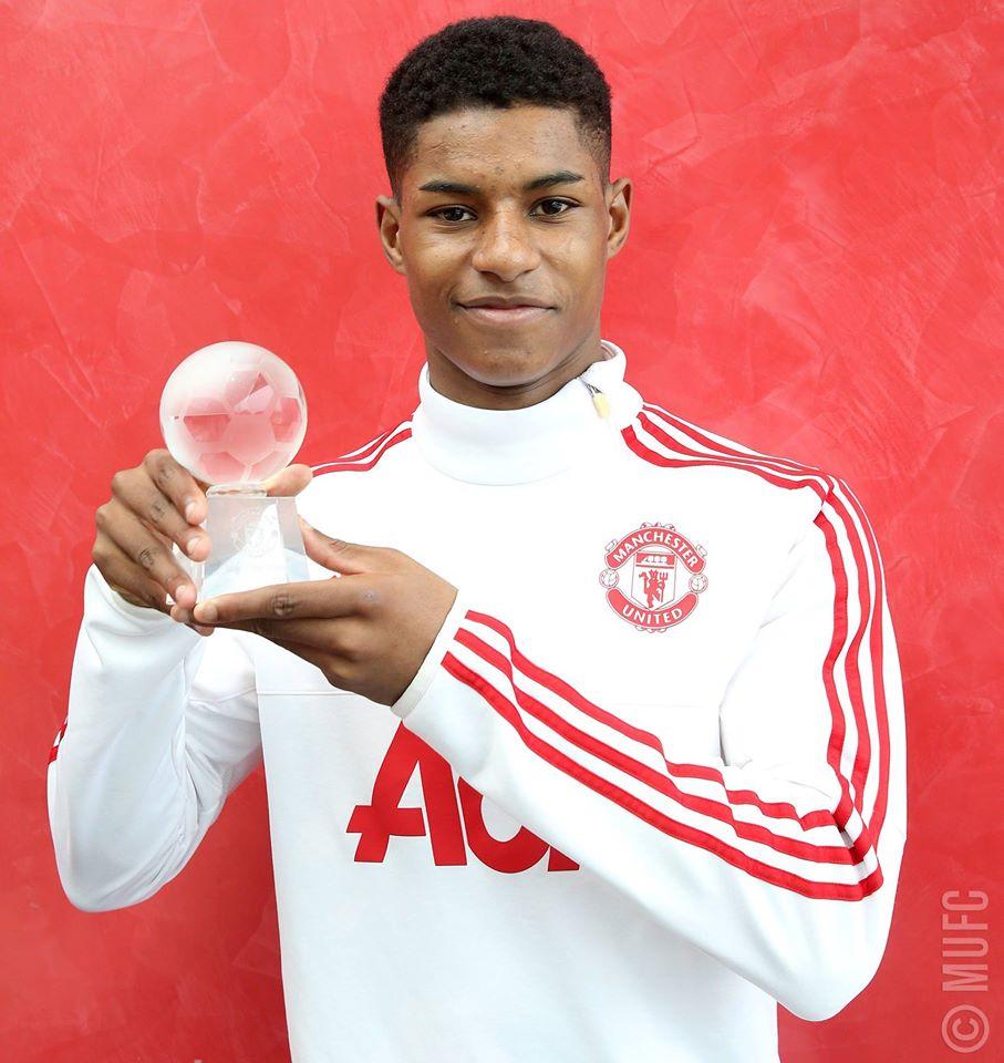 Rashford recebeu o prémio do melhor jogador do Manchester United no mês de Fevereiro. A euforia na forma de um galardão, com tudo o que tem de perigoso Fonte: Manchester United