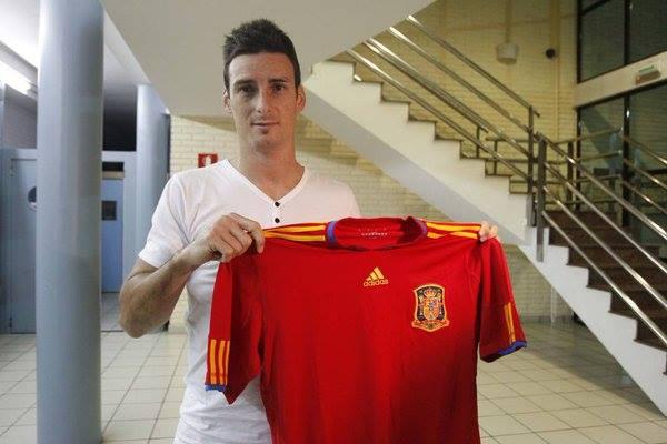 Aduriz exibe a camisola da seleção espanhola Fonte: UEFA Euro'2016