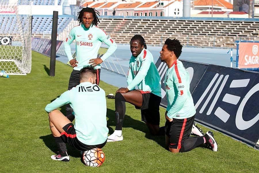 Aqui temos um bom jogador para a seleção e três que deviam ver o Euro na televisão Fonte: Seleções de Portugal