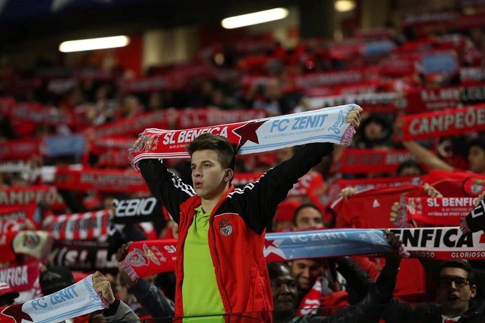"""""""Vai ter de gritar por cada cachecol encarnado que naquele dia, (…), estiver ao pescoço de milhões de pessoas."""" Fonte: SL Benfica"""