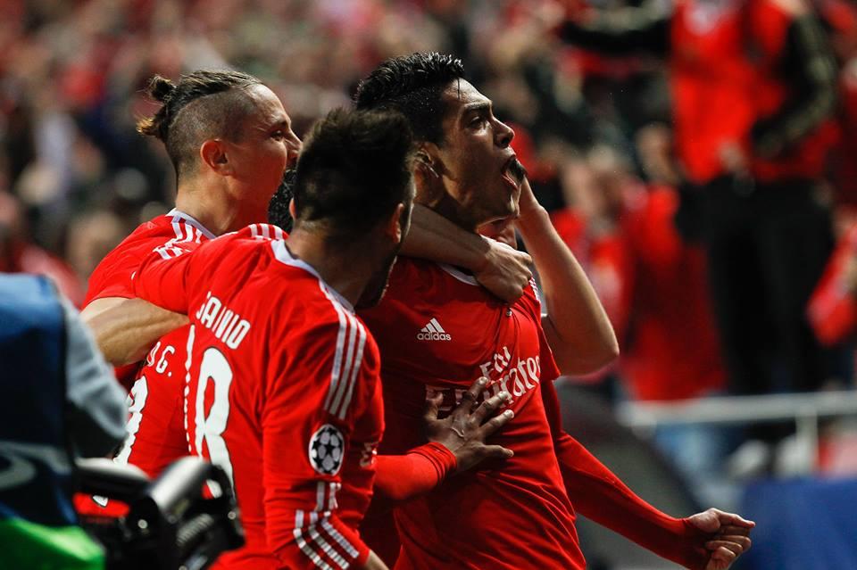 Três suplentes do Benfica a festejarem um golo ao Bayern de Munique... Fonte: #SL Benfica