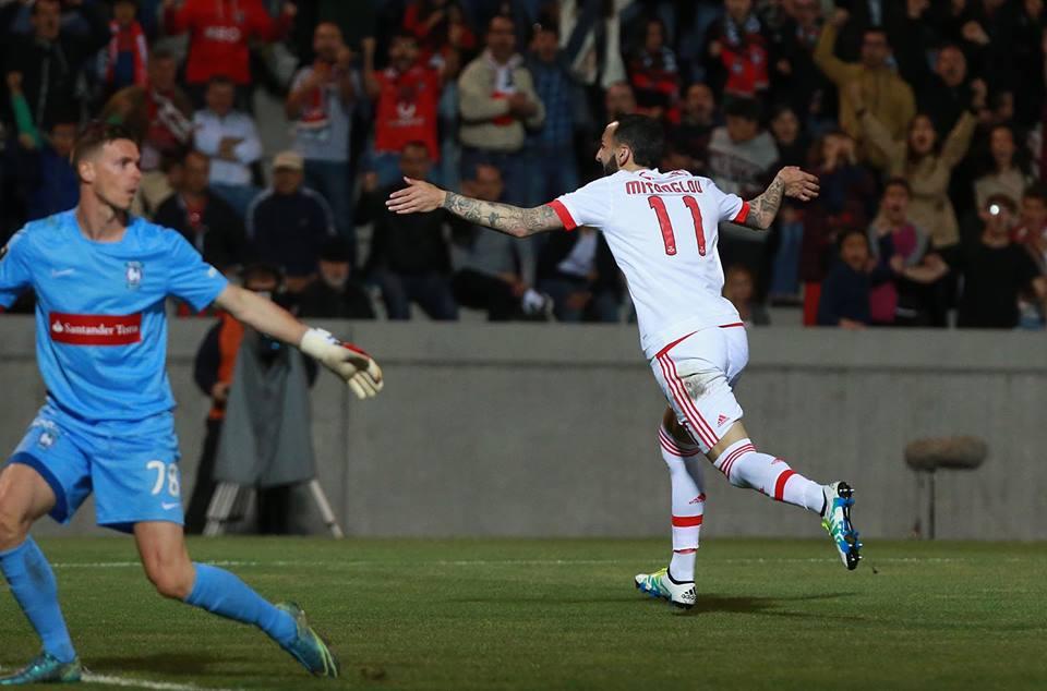 O 20.º golo no campeonato e porventura o mais importante de Mitroglou Fonte: #SL Benfica